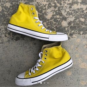 YELLOW CONVERSE BRAND NEW WITH BOX